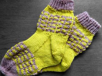 手編み靴下:きいろとグレーの画像