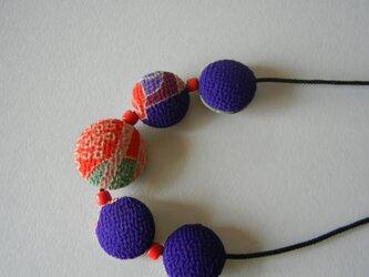 リバーシブル・包みロングネックレス(紫と赤/グレー)の画像