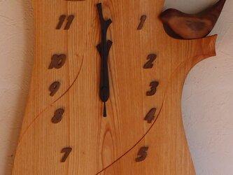 無垢の木の電波掛け時計 けやき 鳥のつぼ押し 0067の画像