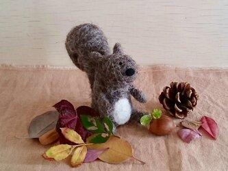 再販 : 羊毛フェルトの小さなリスくん〜冬支度〜の画像