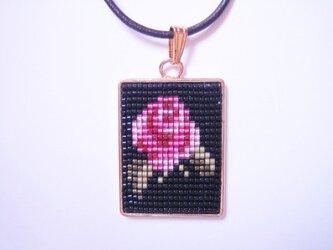 一輪のバラペンダント (ピンク)の画像