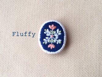 お花モチーフの結晶刺繍ブローチの画像