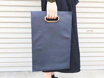 真鍮持ち手の本屋さん革鞄 雑誌サイズ 紺色の画像