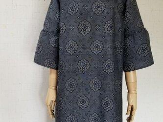 藍泥染め大島紬から ギャザー袖ワンピースの画像
