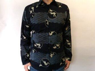 長袖和柄シャツ(雲形大島兎紋)の画像