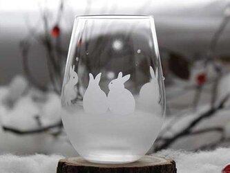 【雪のうさぎたち】うさぎモチーフのタンブラーグラスの画像