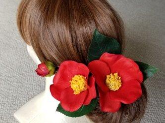 卒業式の髪かざり 真っ赤な椿の画像