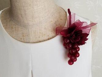 ワイン色ミニ葡萄のコサージュ☆の画像