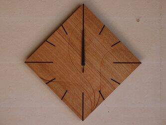 無垢の木の電波掛け時計 たも 0016の画像