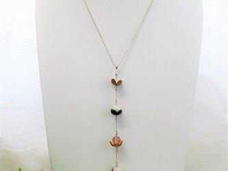 マザーオブパール&水晶 フラワーラインネックレスの画像