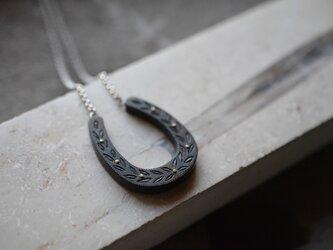 horseshoe pendantの画像