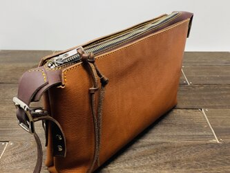 finger belt clutch bag   ash brown x light brownの画像