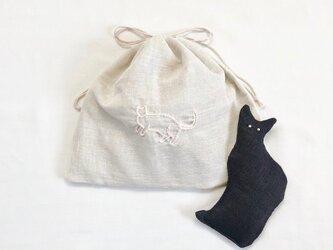◯黒猫のサシェと刺繍入り巾着袋のセット(ローズの香り)の画像