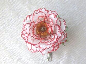 赤いふちどりの牡丹 * シルクデシン製 * コサージュ 髪飾りの画像