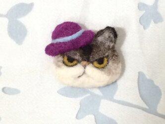 ブローチ  紫帽子のチャペの画像