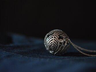 ball of fern pendantの画像