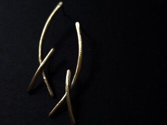 brass horn studs earringsの画像
