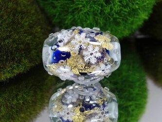 雪の結晶のとんぼ玉(ガラス玉)金箔入りの画像
