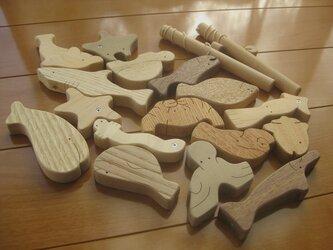 木製魚釣りおもちゃ(藍染巾着袋付き)の画像