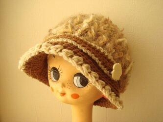 ブローチ付きモコモコ帽子~キャメルブラウンの画像