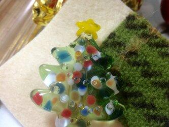 ガラスのクリスマスツリーブローチの画像