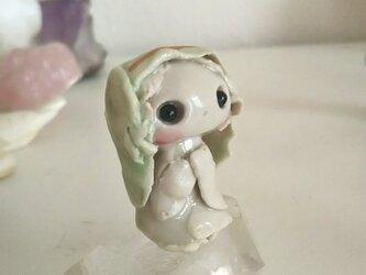 小さなマリアさまの手のひらドールの画像