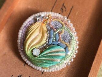 ビーズ刺繍 ブローチ イエローターコイズ シルク絞りリボンの画像