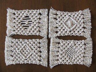 マクラメ編みのコースター4枚セット~コットン生成り糸の画像