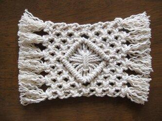 マクラメ編みのコースター~コットン生成り糸の画像