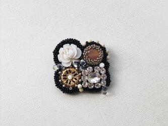 ビーズ刺繍のシカクブローチ no.2の画像