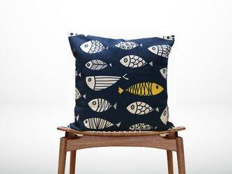 森のクッション A lot of fish Back Navy blueの画像