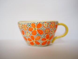 花柄のマグカップの画像