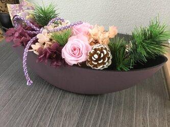 西陣織リボンとパープルのお正月アレンジメント【プリザ+造花】の画像