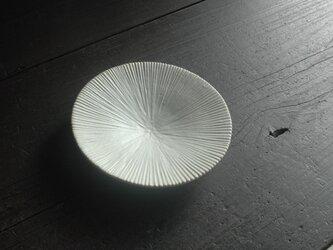 線刻皿・白 7寸の画像