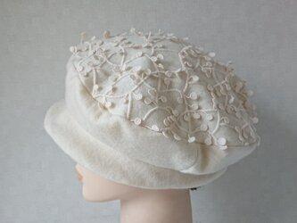 魅せる帽子☆軽やか♪ウールニットのベレー風クロッシュ~オフホワイトの画像