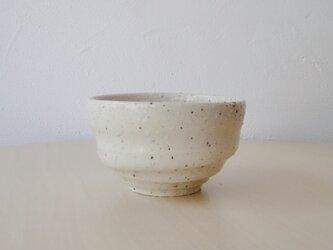 白いロクロ目の湯飲みの画像