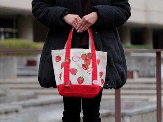 苺いっぱいのヘビートートの画像