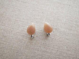 オレンジムーンストーンのイヤリングの画像