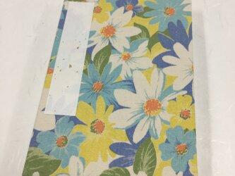 青白黄色 優しい花模様/御朱印帳【中】の画像
