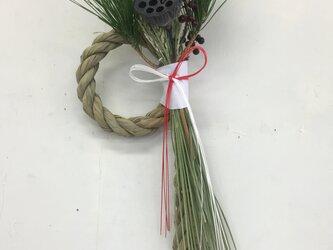 松と稲穂のお正月飾り(蓮)の画像