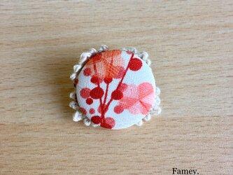 梅の花のまんまるブローチ(あか)の画像