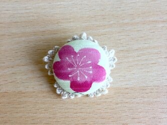 梅の花のまんまるブローチ(ぴんく)の画像