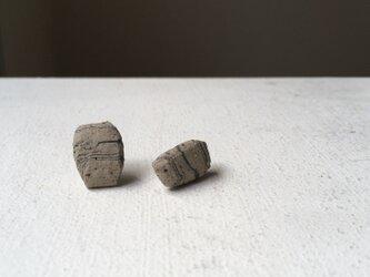 土の装身具 d ピアスの画像