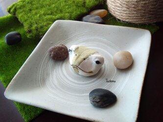 池からひょこっと顔を出した蛙(かえる)ブローチ再販 RGr2の画像