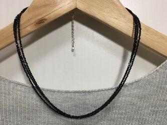 ブラックスピネル 三連ネックレスの画像