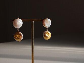 金箔とパールのスタッドピアス/W moonの画像