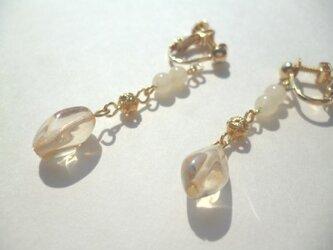 アラゴナイト・メタルパーツ・チェコビーズのイヤリングの画像