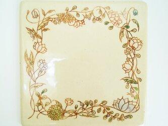 植物模様の陶板プレートの画像