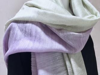着物にもお勧め、草木染シルクぼかし染ストール(藤色x若草色)の画像