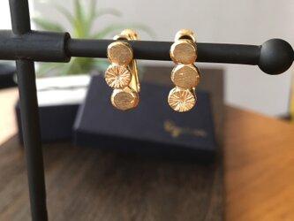 SV earrings 石 花の画像